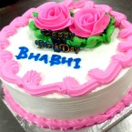 send half kg Eggless fresh cream strawberry flavour cake delivery