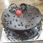 send half kg eggless choco chips cake delivery
