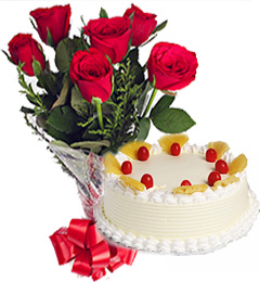 Pineapple Cake n Red Roses Bunch