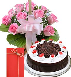 Half Kg Black Forest Cake with Pink Roses Bouquet n Greeting Card