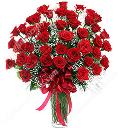 30 red roses in a vase