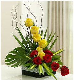 Designer Bouquet of Yellow Red Roses