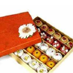 Gift box of 1Kg Assorted Sweets