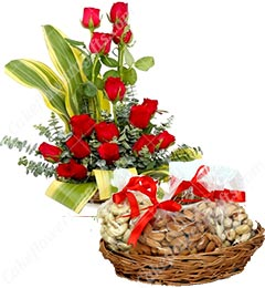 gifts box of 500 gms Mixed dry fruits n Roses Bouquet