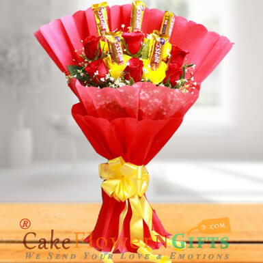 Bouquet of 6 Red Roses and 5 Five Star