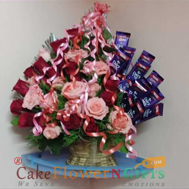 pink red Roses n chocolate bouquet