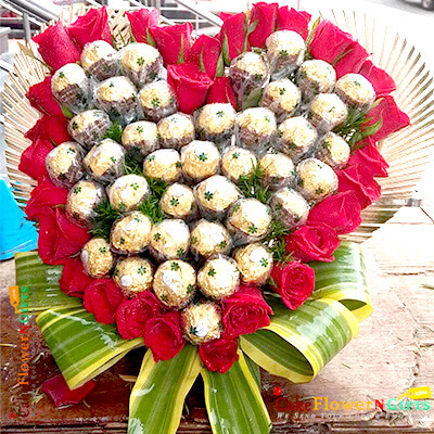 heart shaped 30 red roses 40 pcs ferrero rocher chocolate bouquet